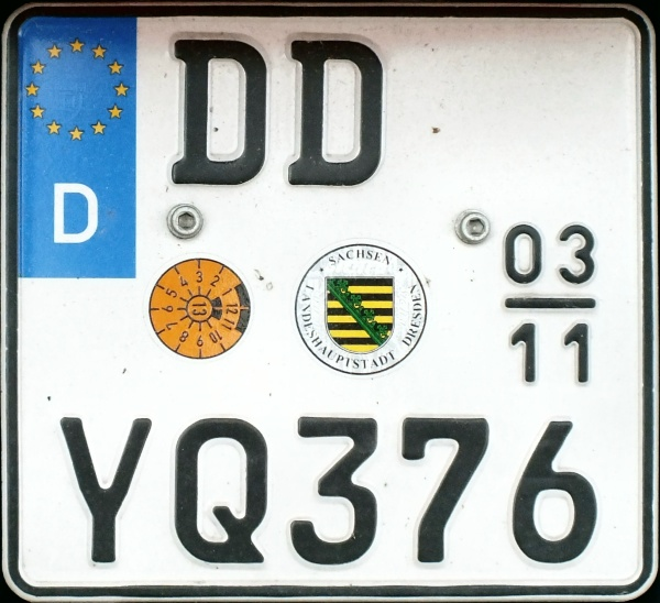 Germany seasonal motorcycle plate close-up DD YQ 376.jpg (120 kB)