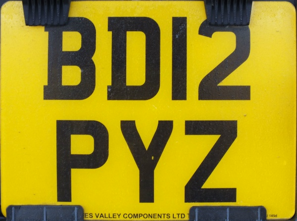 Great Britain normal series rear plate close-up BD12 PYZ.jpg (96 kB)