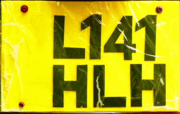 Great Britain former normal series rear plate close-up L141 HLH.jpg (118 kB)