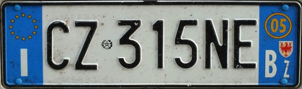 Italy normal series front plate close-up CZ 315 NE.jpg (56 kB)