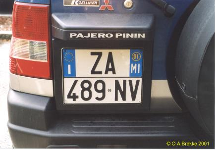 Italy normal series two line rear plate ZA 489 NV.jpg (21 kB)