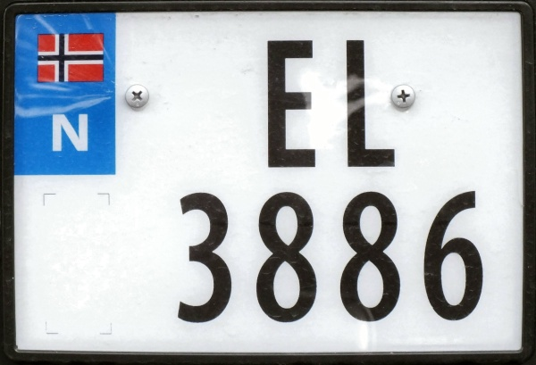 Norway electrically powered four numeral series former style close-up EL 3886.jpg (77 kB)