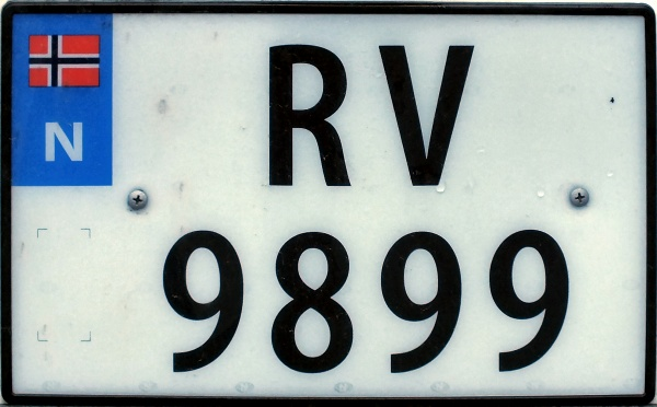 Norway four numeral series former style close-up RV 9899.jpg (79 kB)