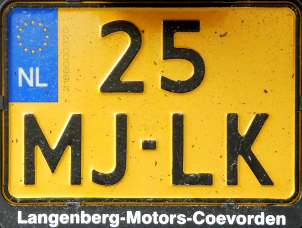 Netherlands motorcycle series close-up 25-MJ-LK.jpg (150 kB)