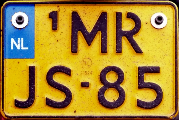 Netherlands replacement plate former motorcycle series close-up MR-JS-85.jpg (138 kB)