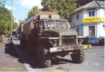 Ex-military truck from East Germany (30 kB)